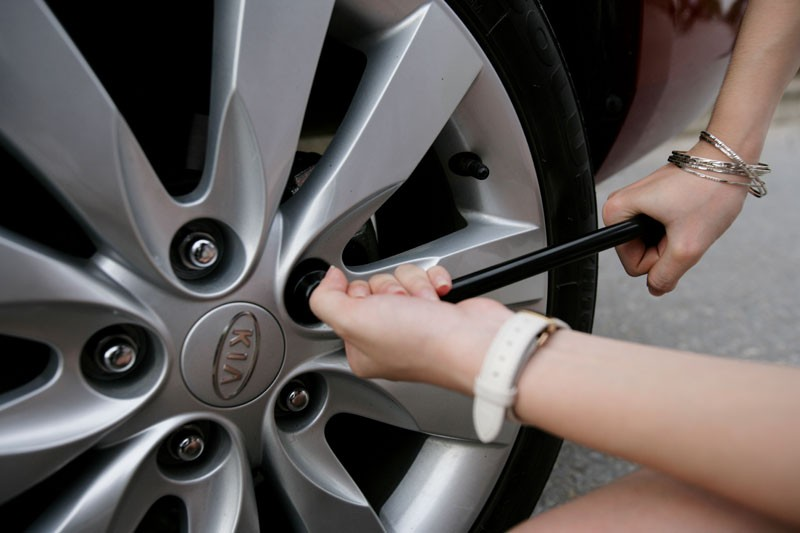 Học cách thay lốp xe
