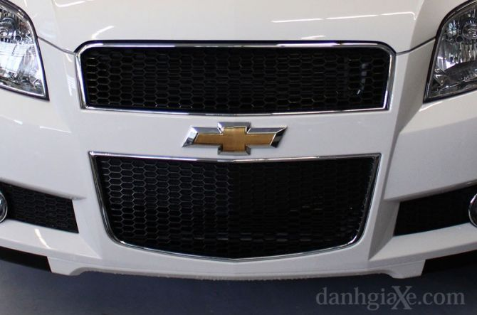Kiểu lưới tản nhiệt  hình thang kích thước lớn đặc trưng của Chevrolet