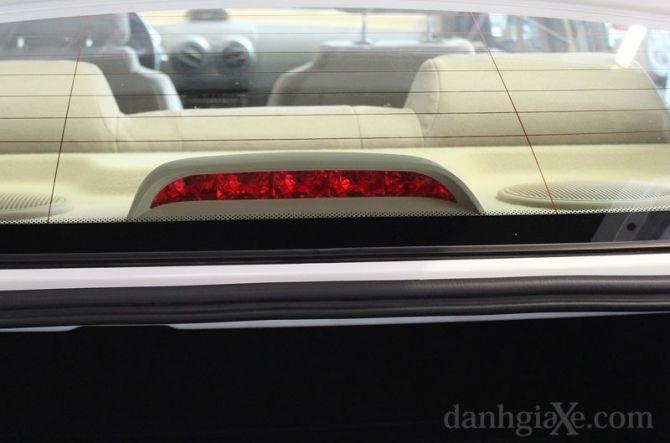 Đèn phanh thứ 3 trên cao giúp các xe sau dễ dàng nhận biết tình huống khẩn cấp