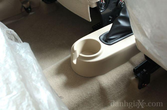 Hộc đựng cốc cho hàng ghế sau