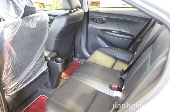 Túi đựng đồ trên lưng hàng ghế trước được bố trí ở cả hai bên