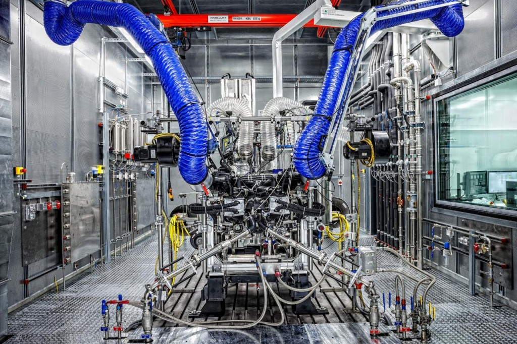 Động cơ V8 4.0L Twin-Turbo