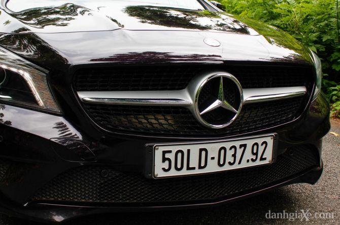 """Lưới tản nhiệt """"dải ngân hà"""" ôm lấy ngôi sao 3 cánh lớn của Mercedes mang thiết kế của những mẫu xe tính năng cao AMG"""