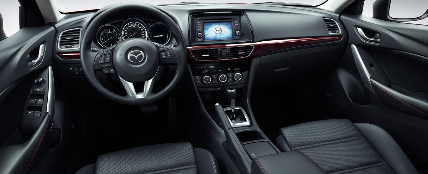 Nội thất của Mazda 6 khá đơn giản
