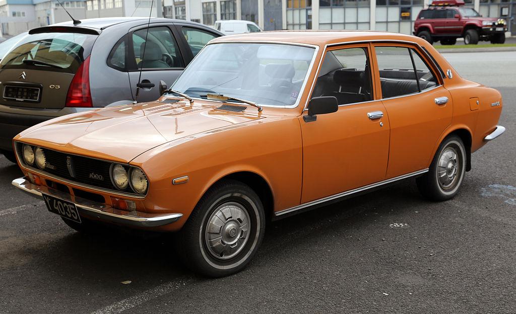 Dòng coupé 2 cửa thế hệ đầu tiên.