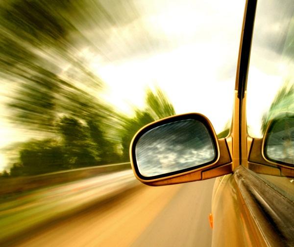 Mở cửa sổ khi đang chạy xe sẽ tiết kiệm nhiên liệu hơn