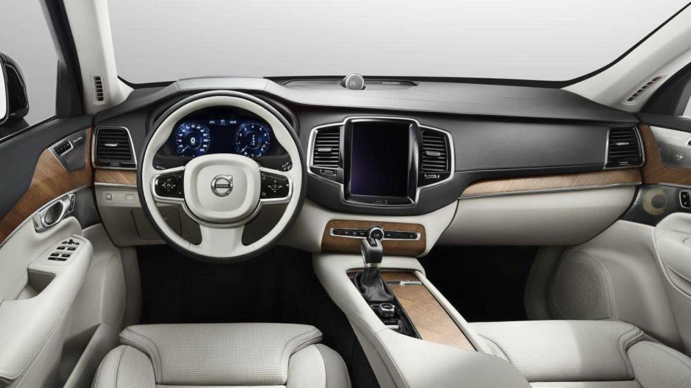 Hệ thống máy tính bảng của xe được trang bị công nghệ CarPlay của Apple