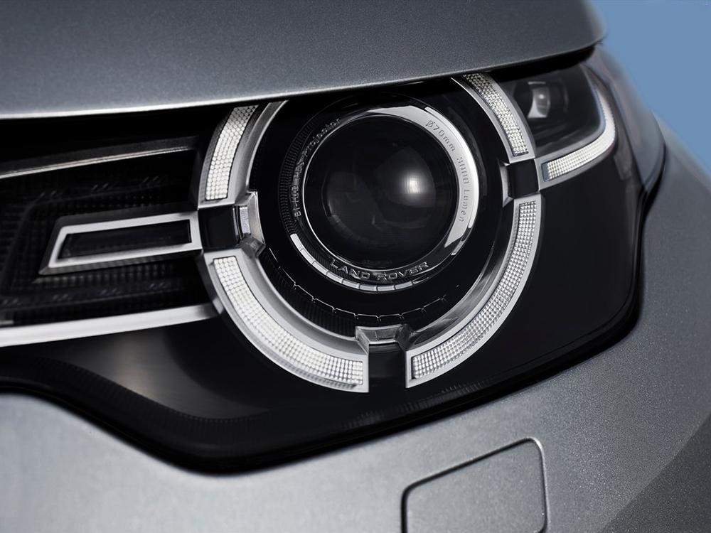 JLR cung cấp tùy chọn đèn pha Xenon, tích hợp sẵn đèn LED chạy ban ngày