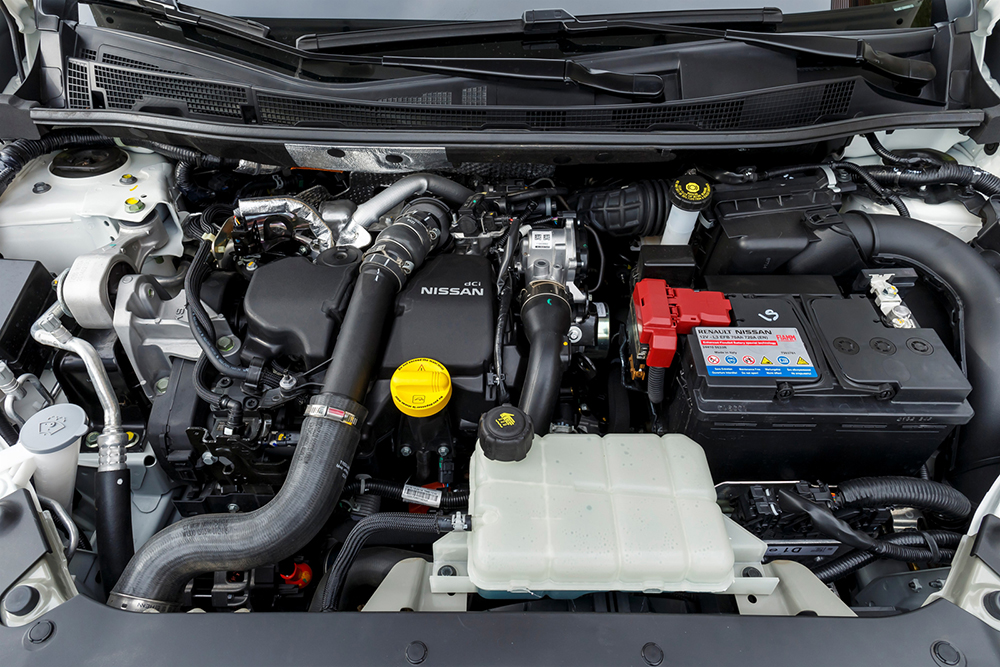 Nissan Pulsar ra mắt với hai phiên bản động cơ xăng và Diesel