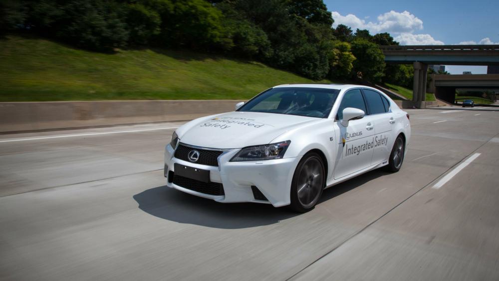 Chiếc xe trang bị AHDA có thể tự vận hành mượt mà với tốc độ tối đa lên đến 113 km/h