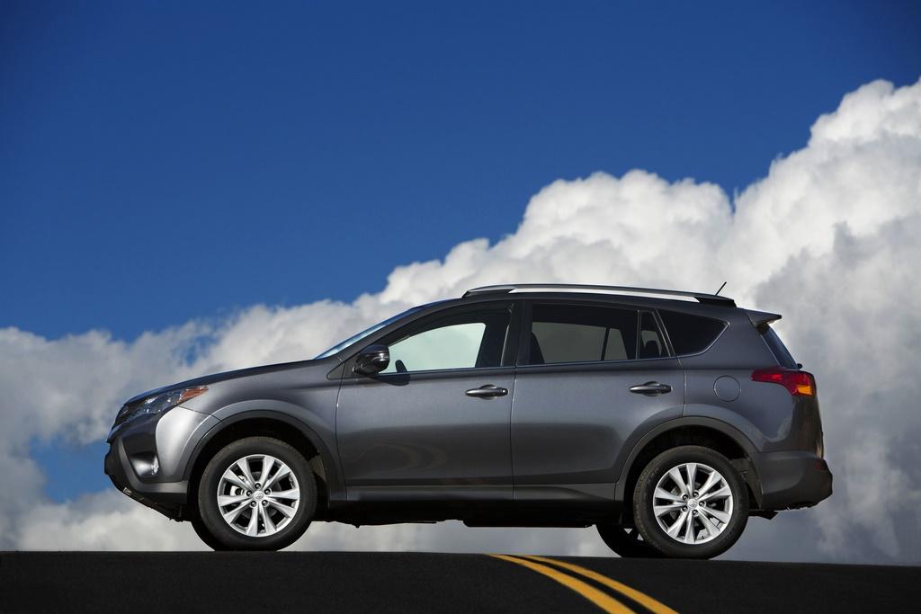 Hệ thống AWD trên RAV4 2014 giúp xe vận hành tốt và nâng cao khả năng tiết kiệm nhiên liệu
