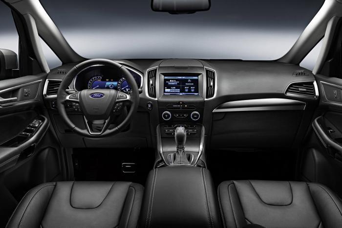 Ford đã trang bị cho xe những tính năng thiết thực, mang lại sự thoải mái cho người dùng