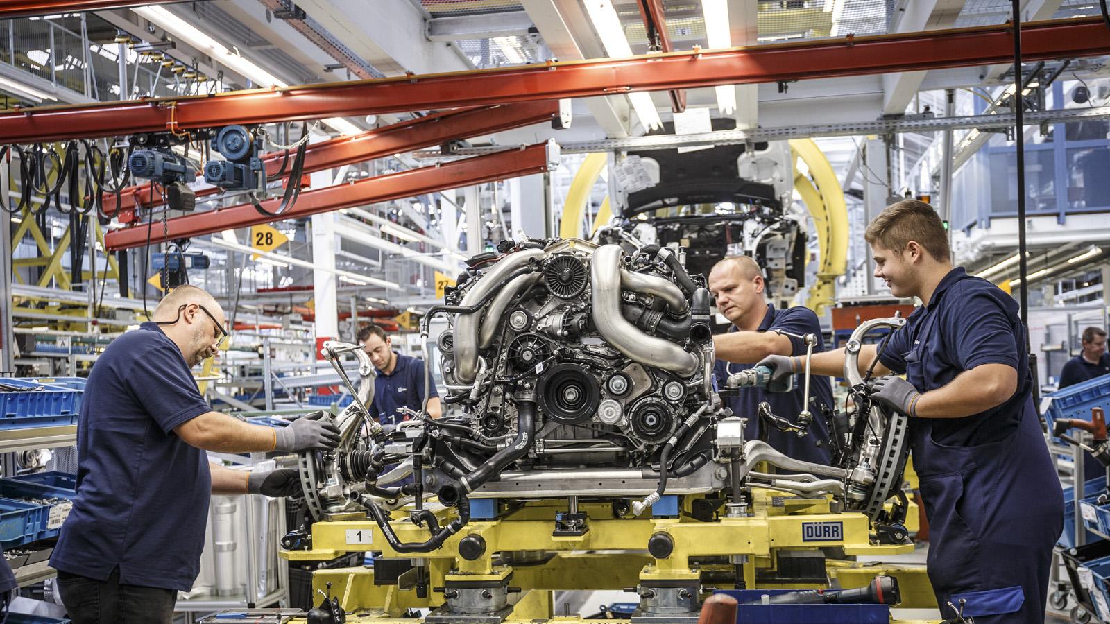 Trong năm 2014, Mercedes-Benz đang quản lý 18 mẫu xe được sản xuất tại 8 nhà máy trên khắp thế giới
