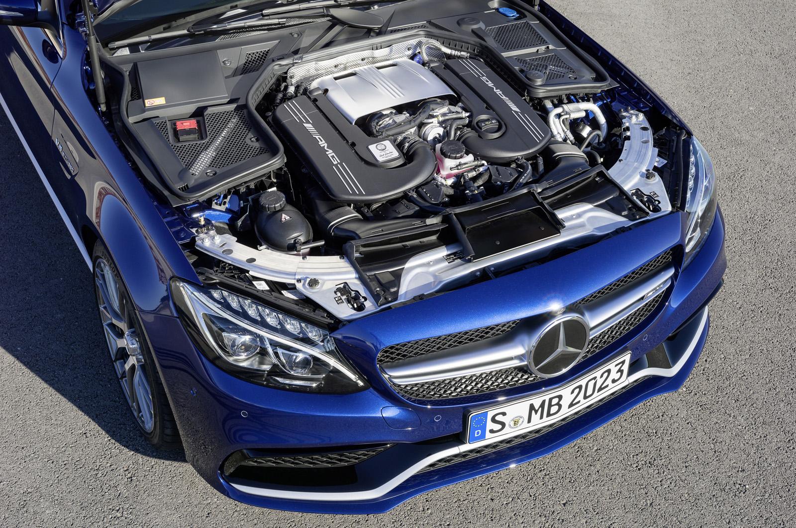 Mercedes-Benz C63 và C63s AMG sử dụng động cơ tăng áp kép V8 bi-turbo 4.0L có mã hiệu là M177