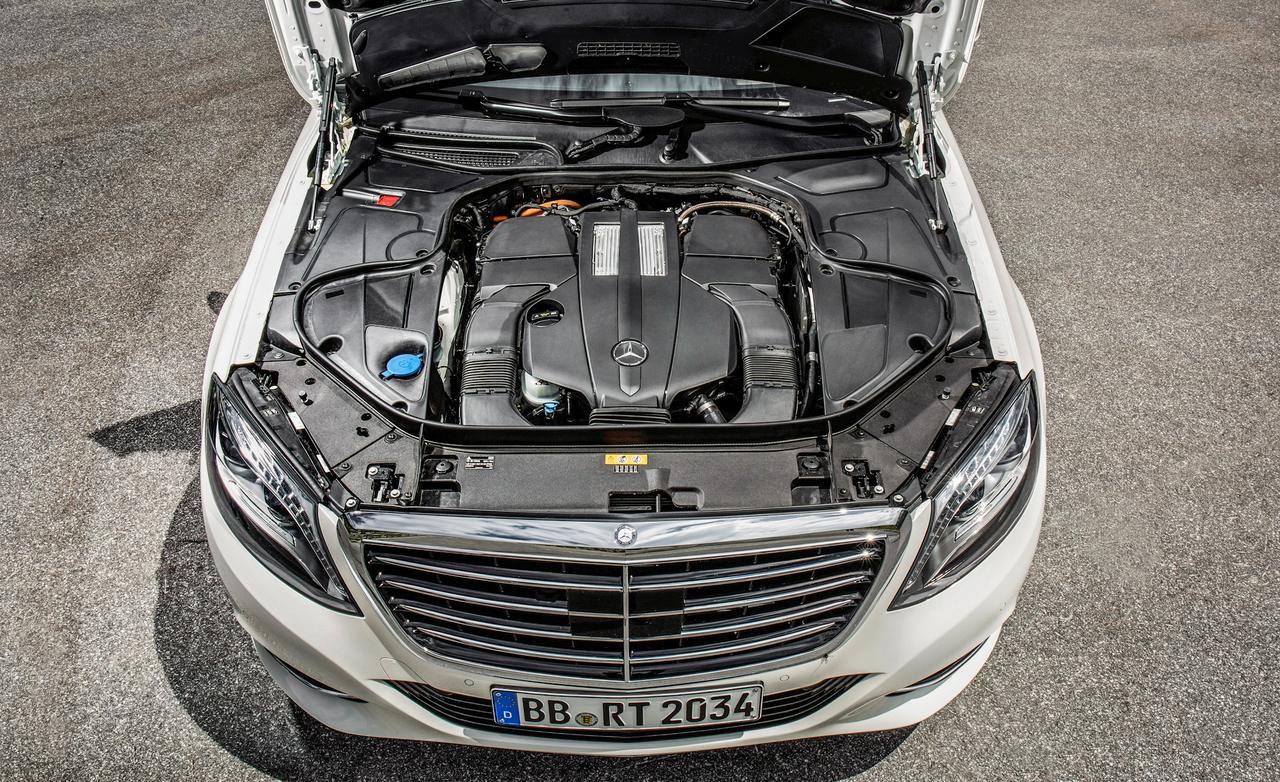 Hệ thống động cơ Plug-in Hybrid có công suất lên đến 436 mã lực và mô-men xoắn cực đại 650 Nm