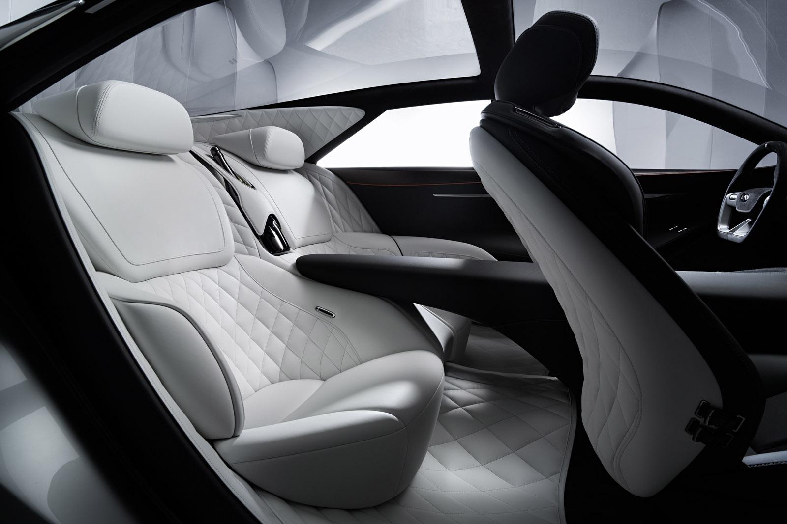 Nội thất của xe có thiết kế khá ấn tượng và sang trọng