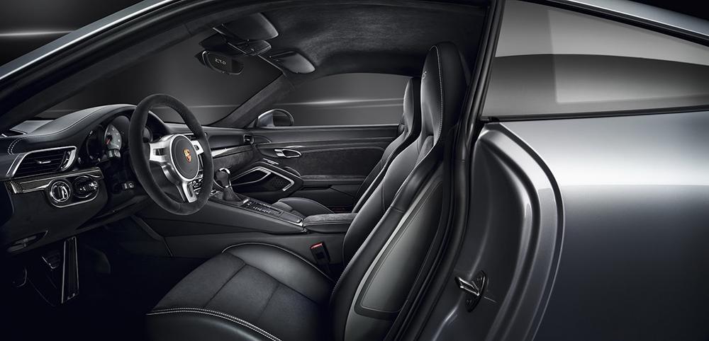 Nội thất Porsche 911 GTS được thiết kế tinh tế, sang trọng và đậm chất thể thao