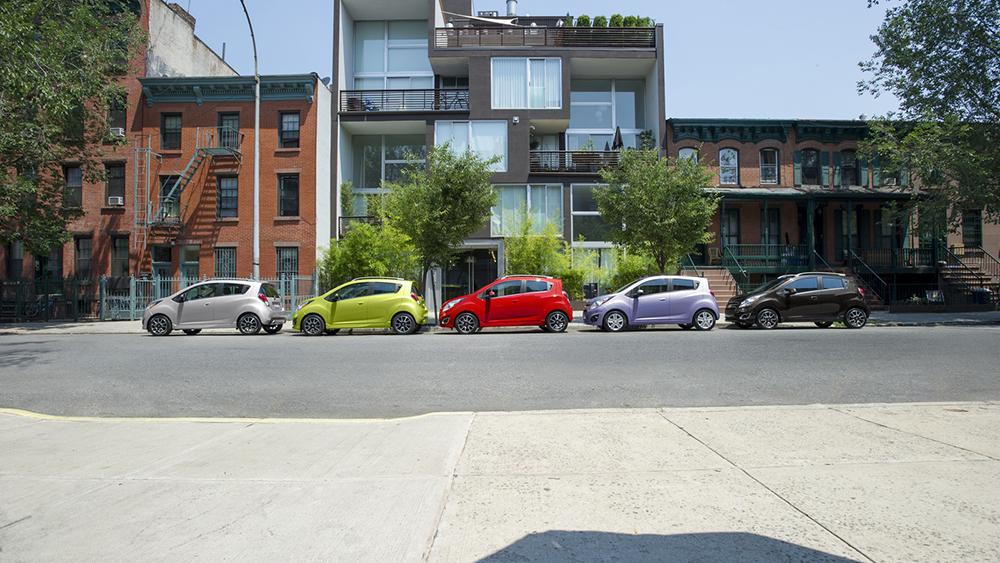 Chevrolet Spark có thiết kế trẻ trung, năng động và tích hợp nhiều thiết bị tiện dụng