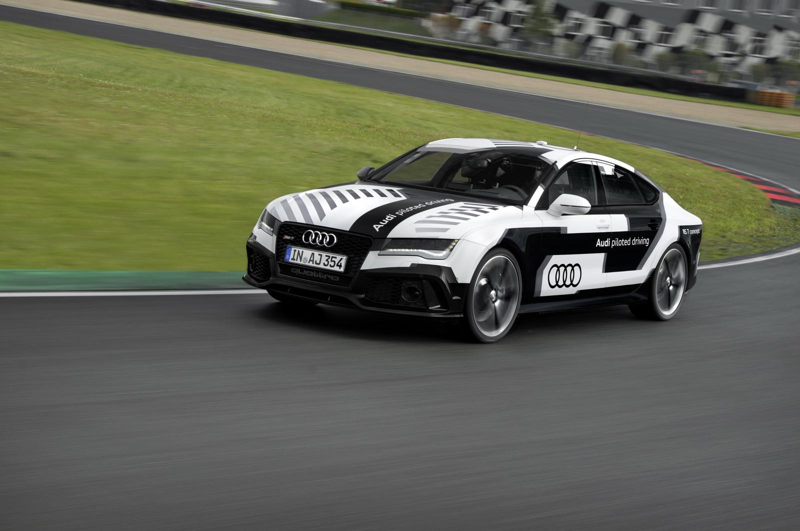 """Audi thử nghiệm mẫu xe """"tự lái"""" RS 7 Piloted Driving Concept trên đường đua Hockenheim"""