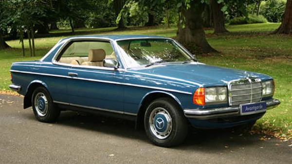 Mercedes-Benz 230 CE Coupe và 300 CE Coupe