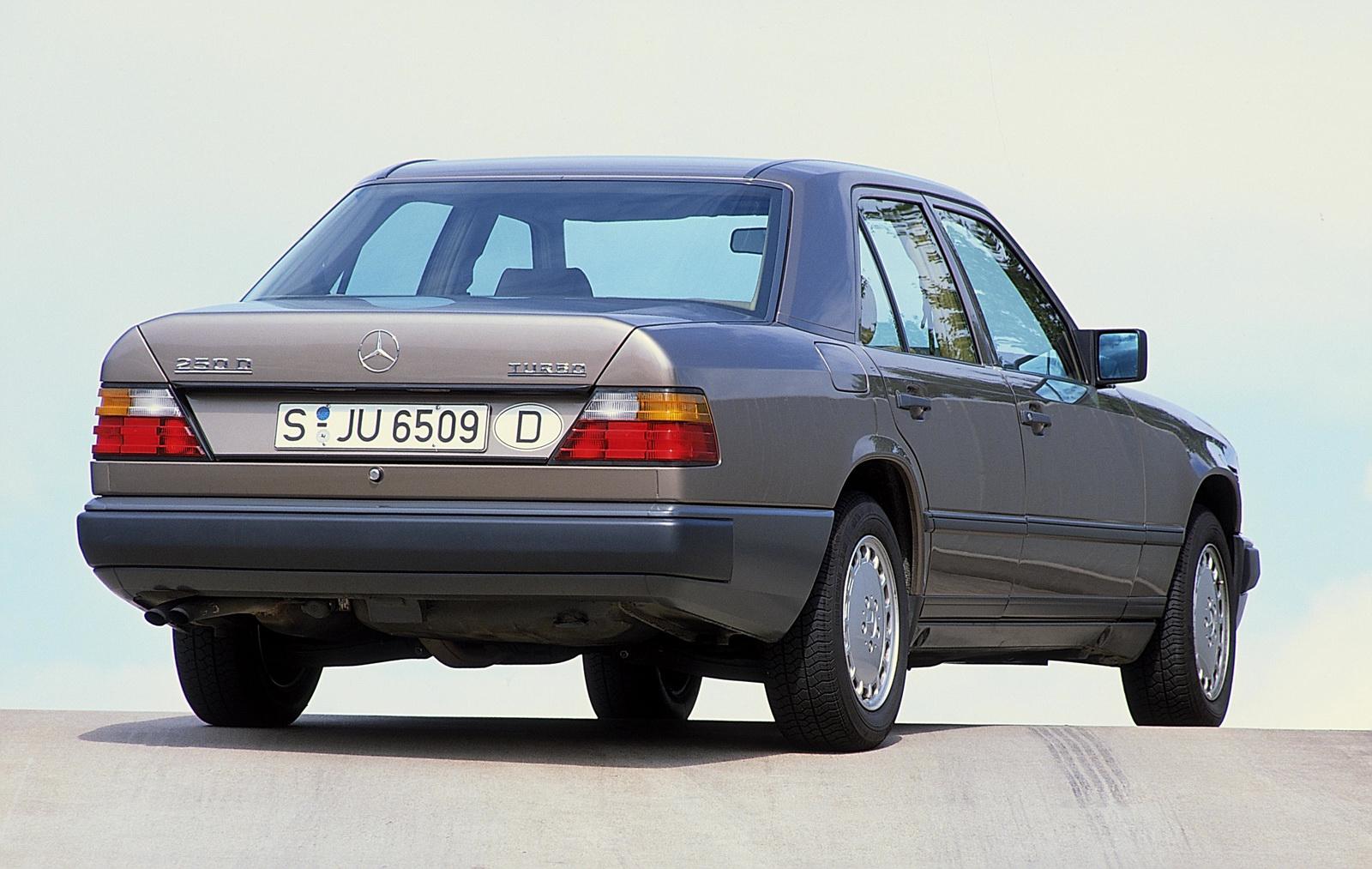 Bản Facelift đầu tiênMercedes 250 D