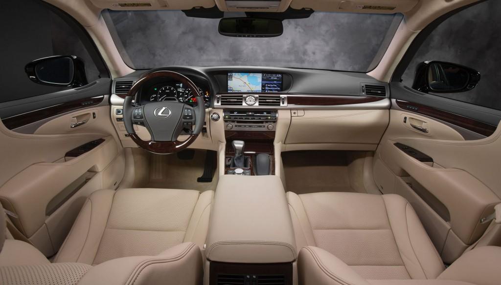 Lexus LS 2015 được trang bị hệ thống định vị tích hợp tính năng dự đoán đoạn đường