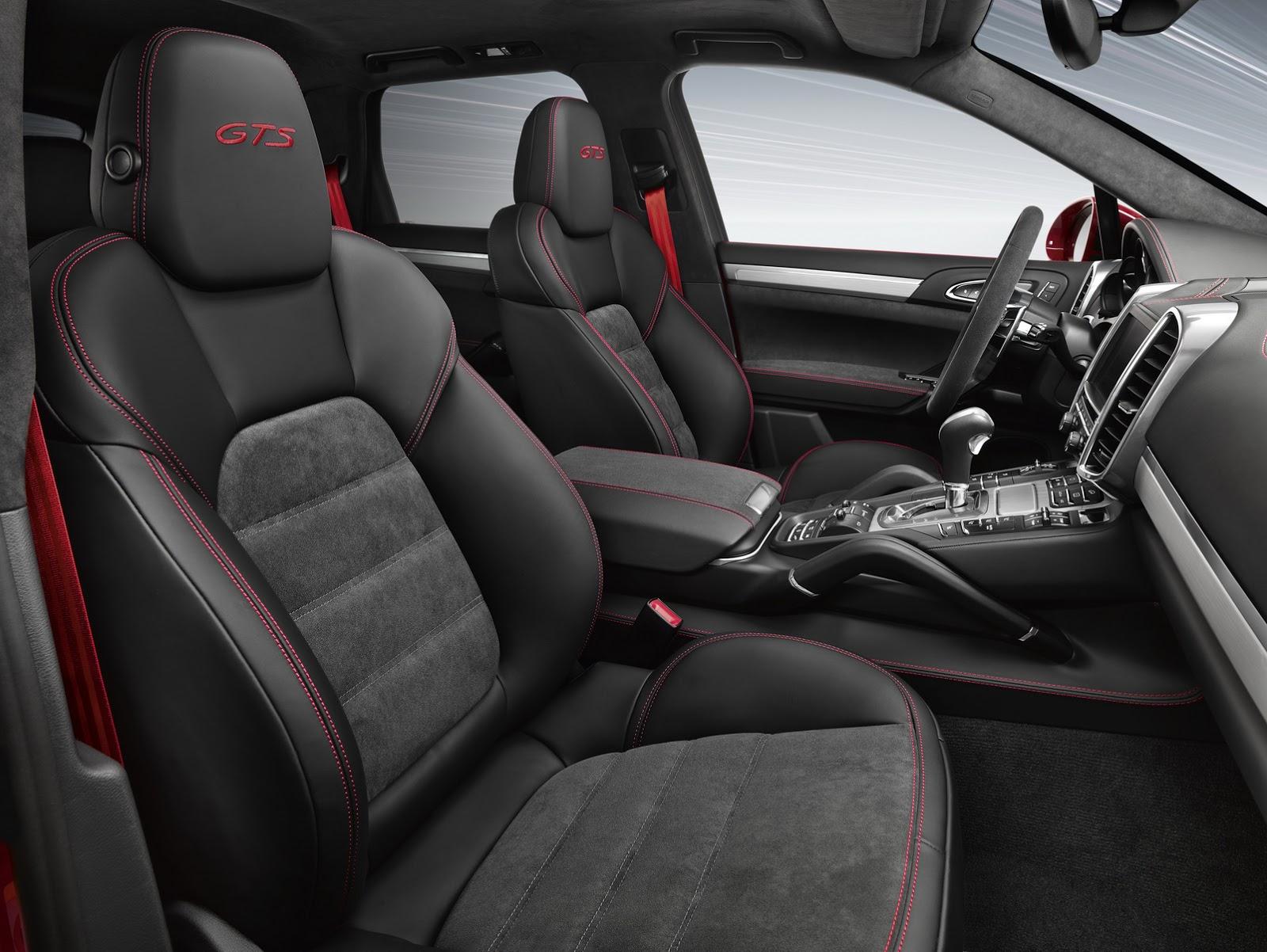 Nội thất của Cayenne GTS 2015 có thiết kế bắt mắt