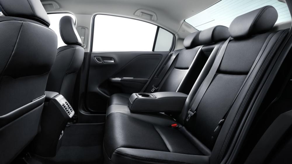 Nội thất của Honda Grace được lấy cảm hứng từ Honda Jazz Hybrid