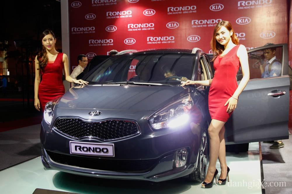 Chi tiết Kia Rondo có giá bán từ 729 triệu đồng tại Việt Nam