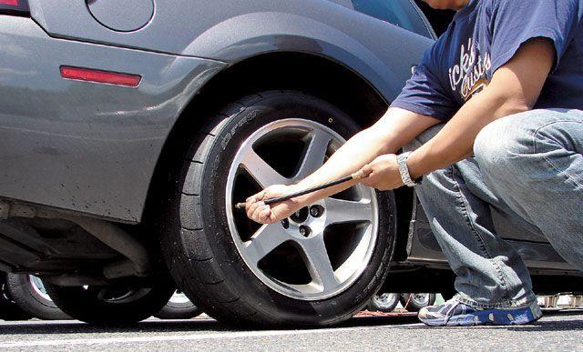 chăm sóc xe - thường xuyên kiểm tra lốp