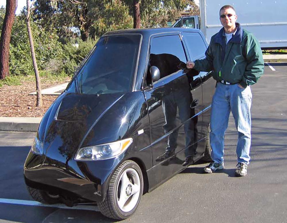 """Tango là mẫu xe điện thể thao """"siêu hẹp"""" được sản xuất bởi Commuter Cars từ năm 2005"""