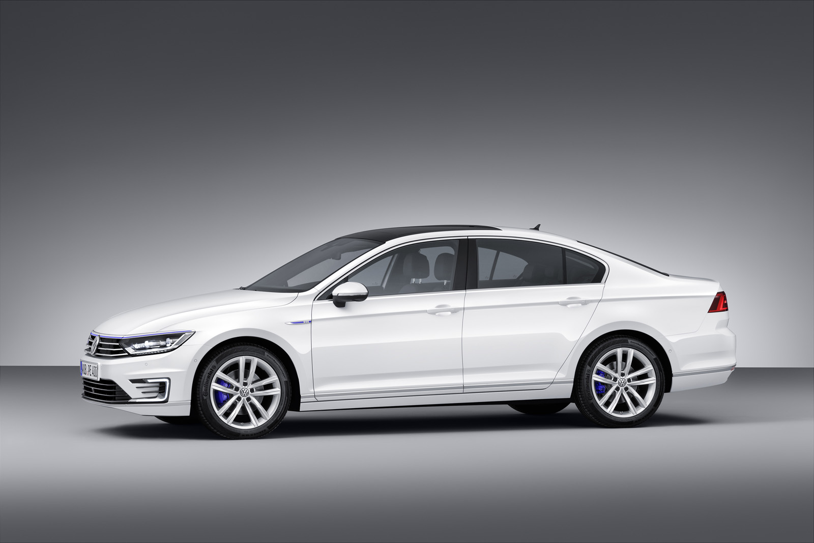 Volkswagen Passat trang bị động cơ Diesel công suất 236 mã lực