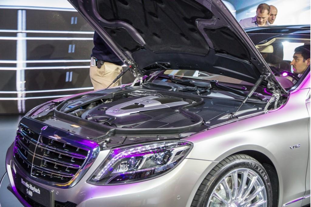 Mercedes-Maybach S600 được trang bị động cơ tăng áp kép V12 6.0L