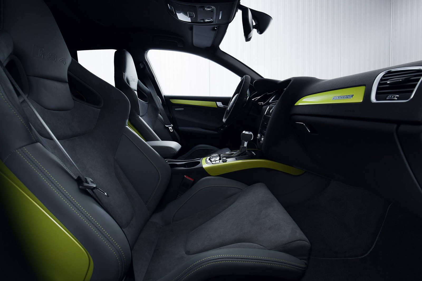 Nội thất bắt mắt của Audi RS4 Avant