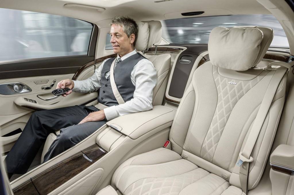 """Không chỉ giúp """"ông chủ"""" thư giãn, Mercedes-Maybach S600 còn là một nơi làm việc tuyệt vời"""