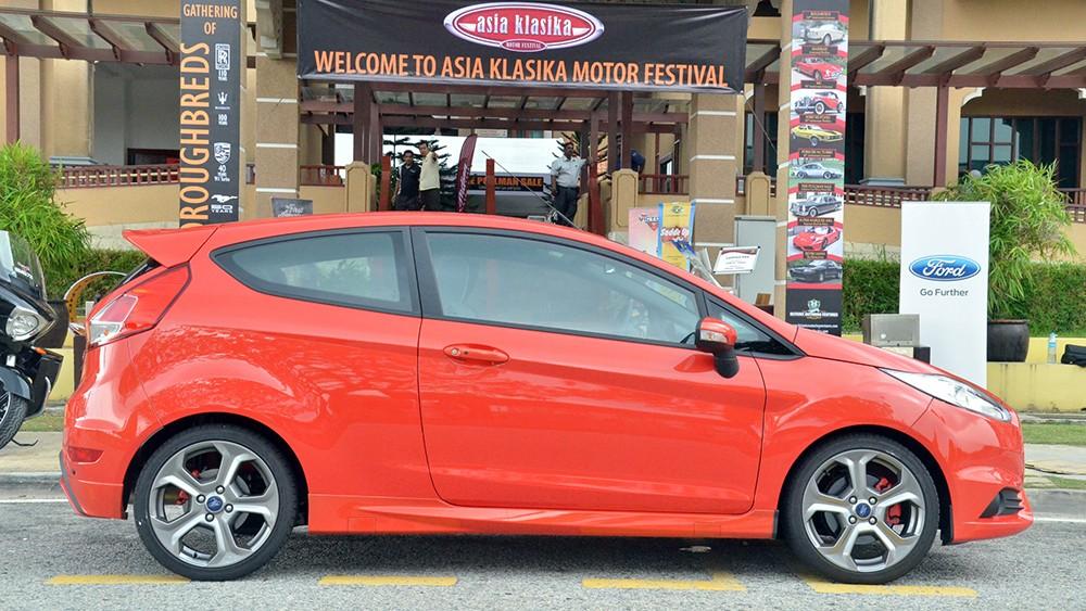 Ford Fiesta ST được nhập khẩu nguyên chiếc từ Đức với màu sơn ngoại thất bắt mắt