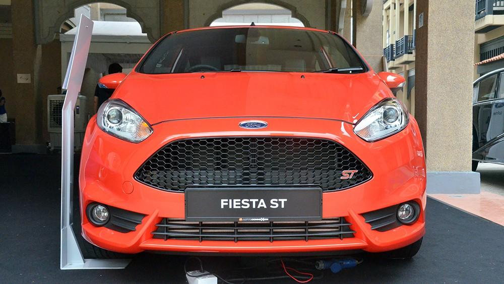 Mặt trước của Fiesta ST
