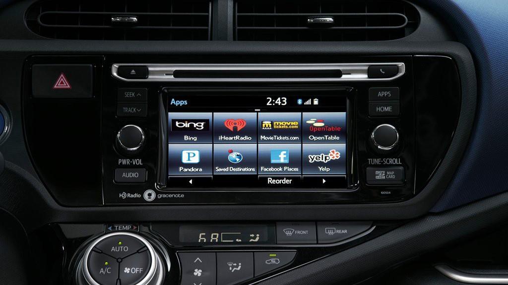 Màn hình giải trí cảm ứng 6.1 inch trên Prius C 2015