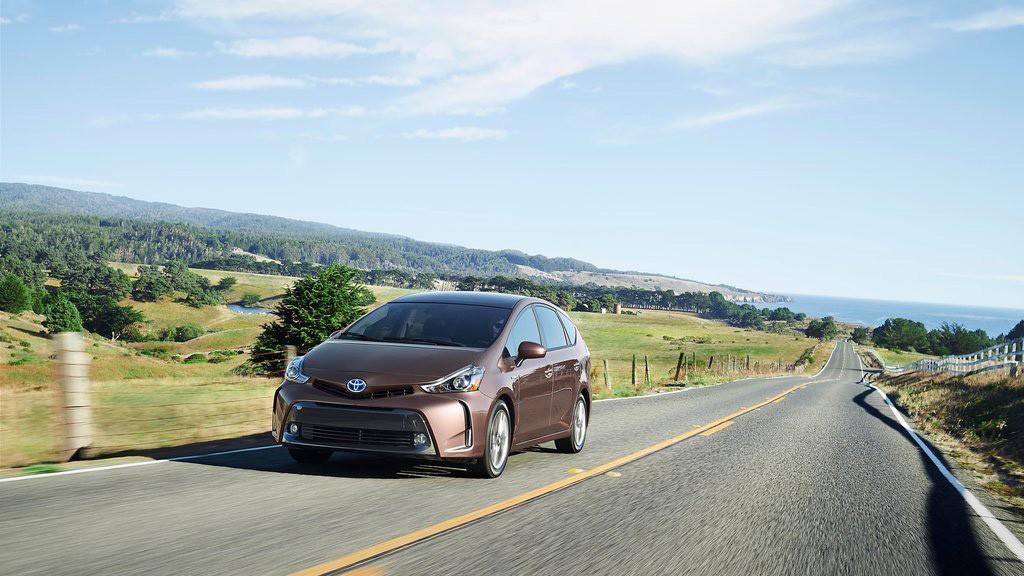 Prius V 2015 có thiết kế bắt mắt hơn