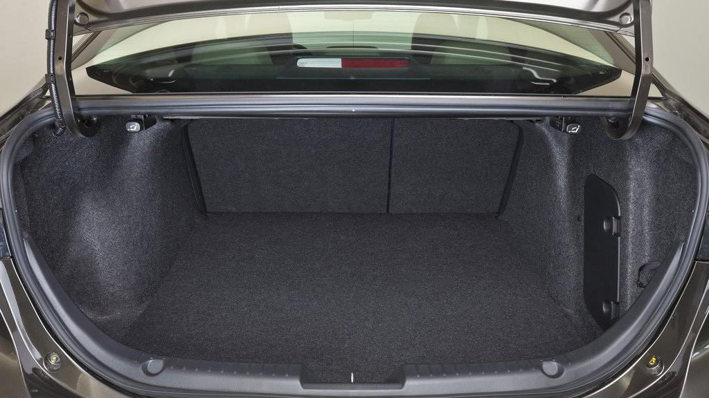 Không gian lưu trữ hành lý của Mazda 3 2014 được đánh giá là lớn nhất phân khúc
