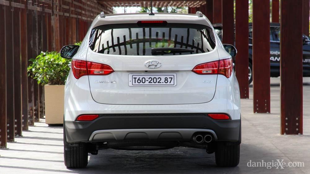 Chọn mua Hyundai SantaFe 2017 hay Toyota Fortuner 2017?