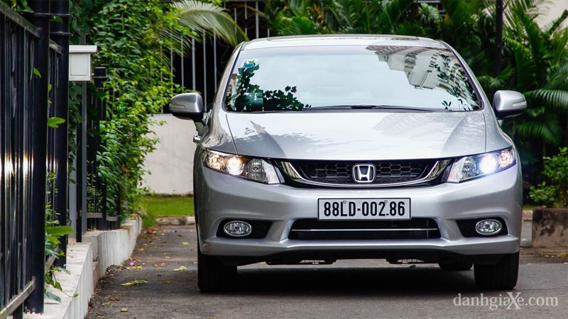 Honda-Civic-va-Mazda-3