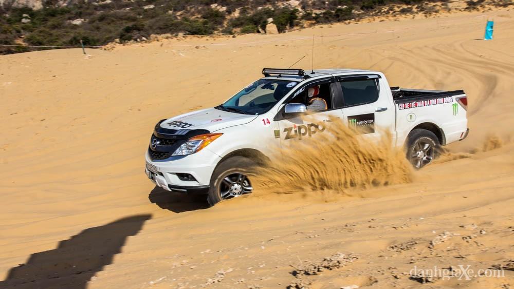 xe địa hình vượt đồi cát