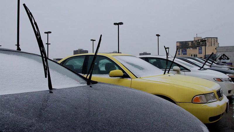 Kiểm tra và chăm sóc xe ô tô vào mùa mưa - cần gạt nước