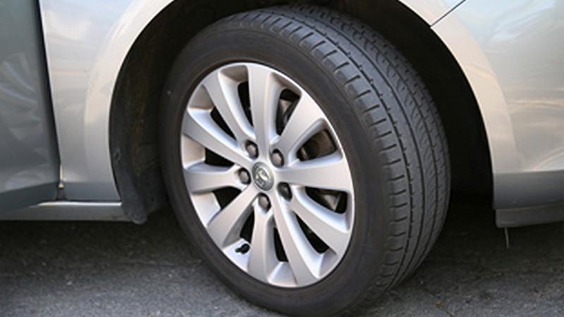 Kiểm tra và chăm sóc xe ô tô vào mùa mưa - lốp xe
