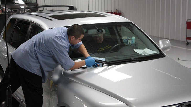 Kiểm tra và chăm sóc xe ô tô vào mùa mưa - đèn, kính, cửa sổ