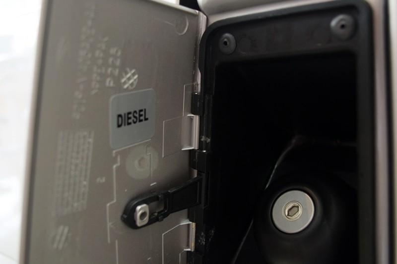 Lưu ý khi sử dụng và bảo dưỡng xe ô tô - biện pháp chống đổ nhầm xẵng cho máy dầu