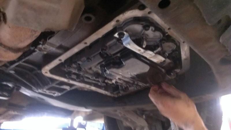 Lưu ý khi sử dụng và bảo dưỡng xe ô tô - vệ sinh cacte