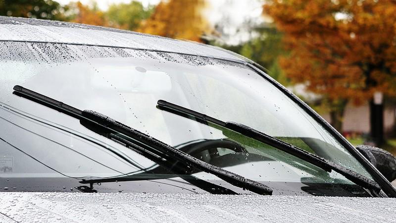 Chọn và thay lưỡi cần gạt nước cho xe