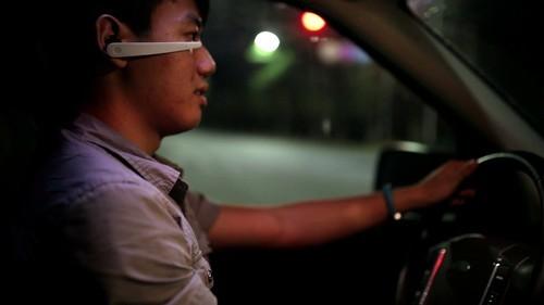 Thiết bị caarnh báo ngủ gật đeo tai cho lái xe